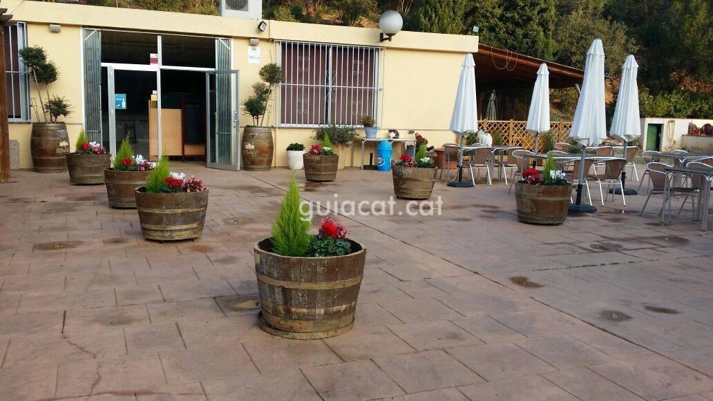 Bar restaurante la cuspineda figar montmany for Piscina municipal la roca del valles
